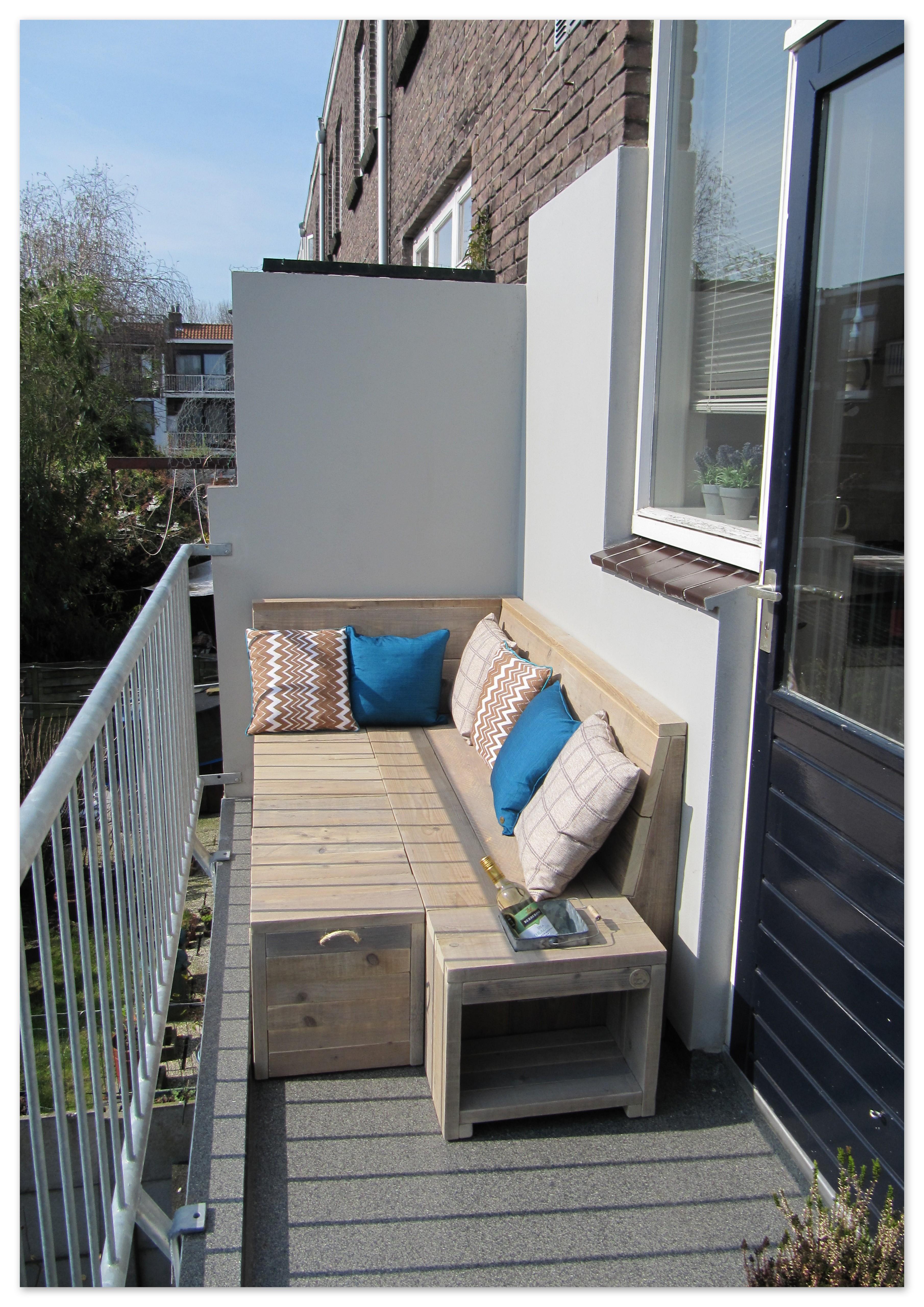 balkon loungebank van gebruikt steigerhout op het balkon. Black Bedroom Furniture Sets. Home Design Ideas