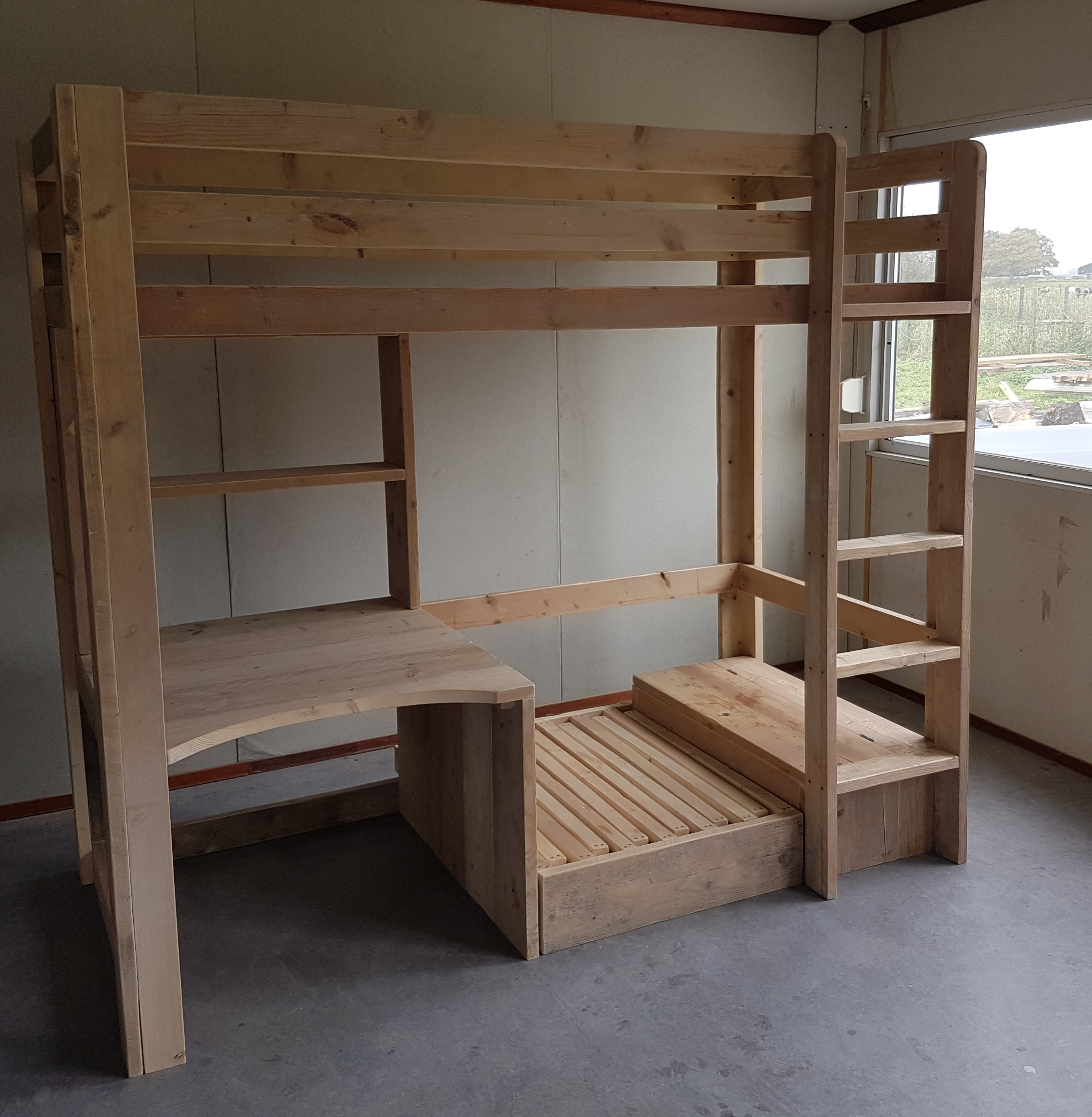 Hoogslaper bureau bankje logeerbed gebruikt steigerhout for Bureau gallery