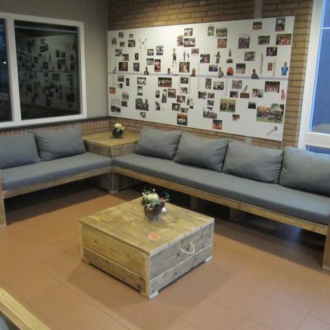 Loungebank met hoektafel
