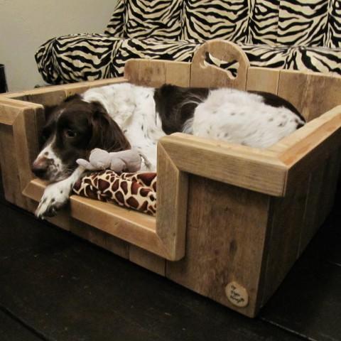 """Hondenbak van gebruikt steigerhout """"Lisa"""""""