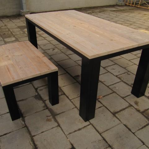 """Eettafel van steigerhout met zwarte poten """"Richard"""""""